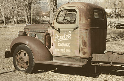 old truck, taos, 2001.